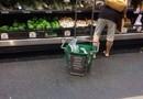 Hon gick med den där ända till kassan...