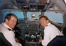 Glada piloter i cockpit