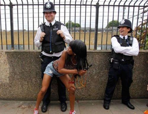 Glada poliser