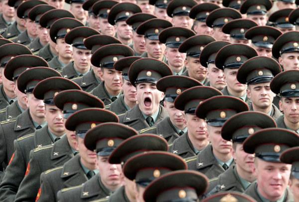 Militär som gäspar