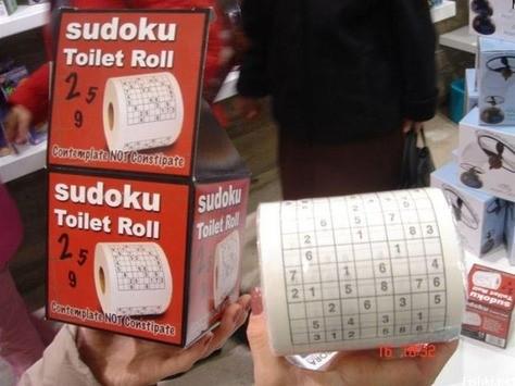Sudoku och toalettpapper i ett